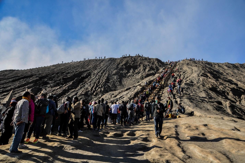 Очередь людей на вулкан