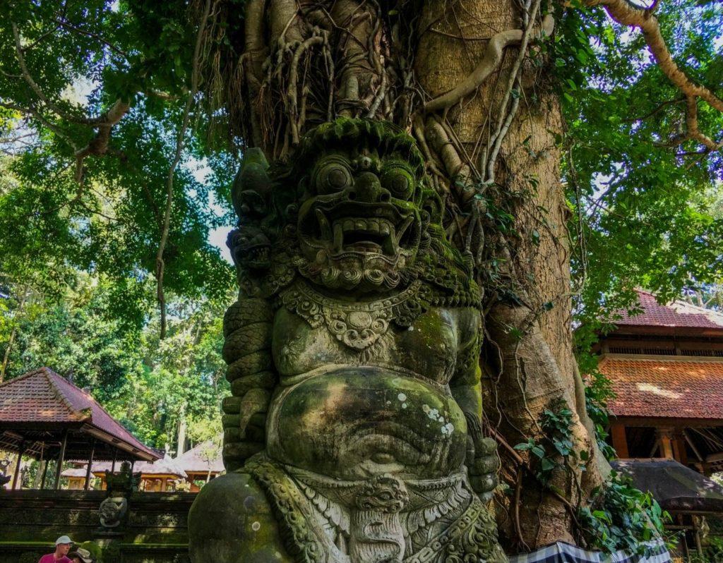 Скульптура в Лесу обезьян, Убуд, Бали
