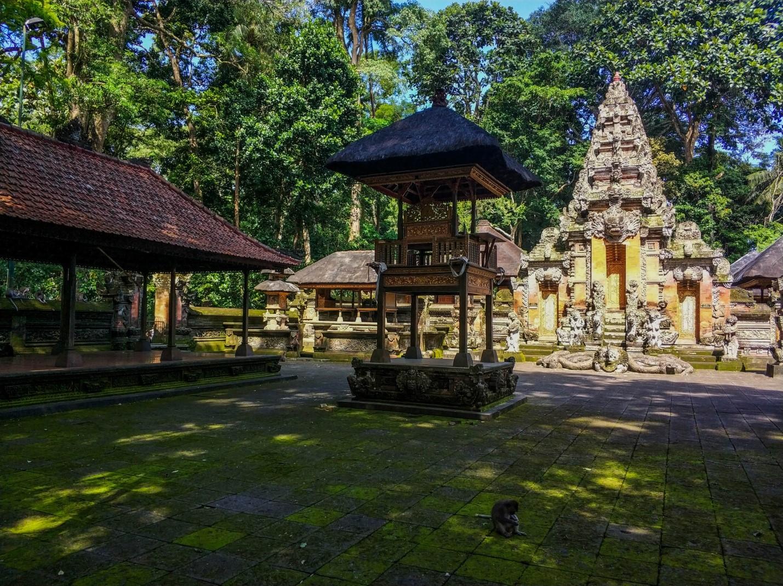 Храм обезьян в Лесу обезьян, Бали