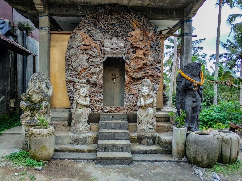 Красивая дверь на острове Бали