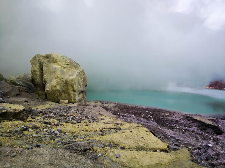 Озеро Кавах в вулкане Иджен
