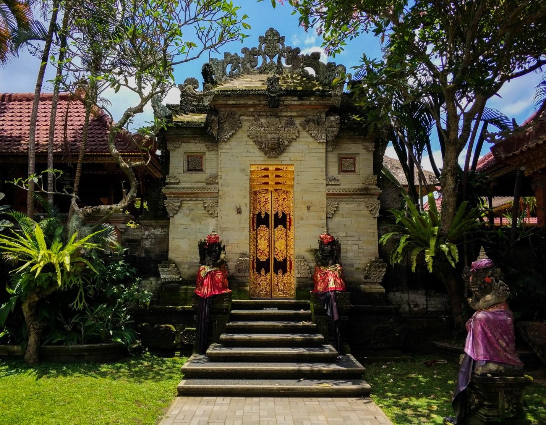 Двор в храме на Бали