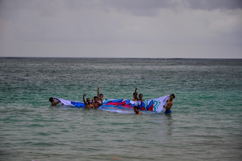 Туристы в океане на Бали
