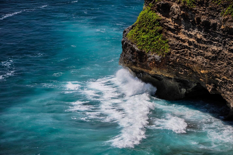 Океан и скалы на Бали, Бирюзовая вода