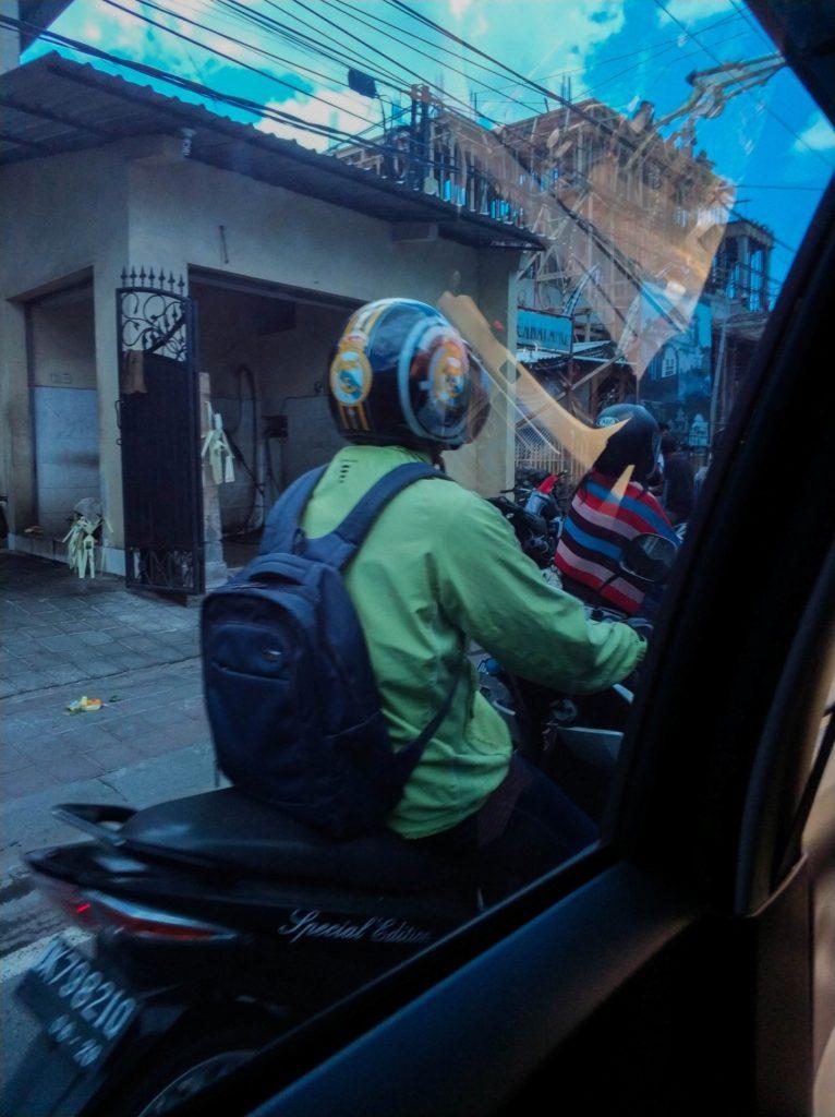 Уличное движение на Бали