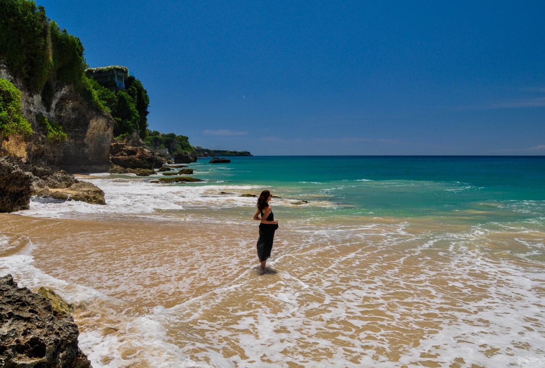 Красивый дикий пляж на Бали