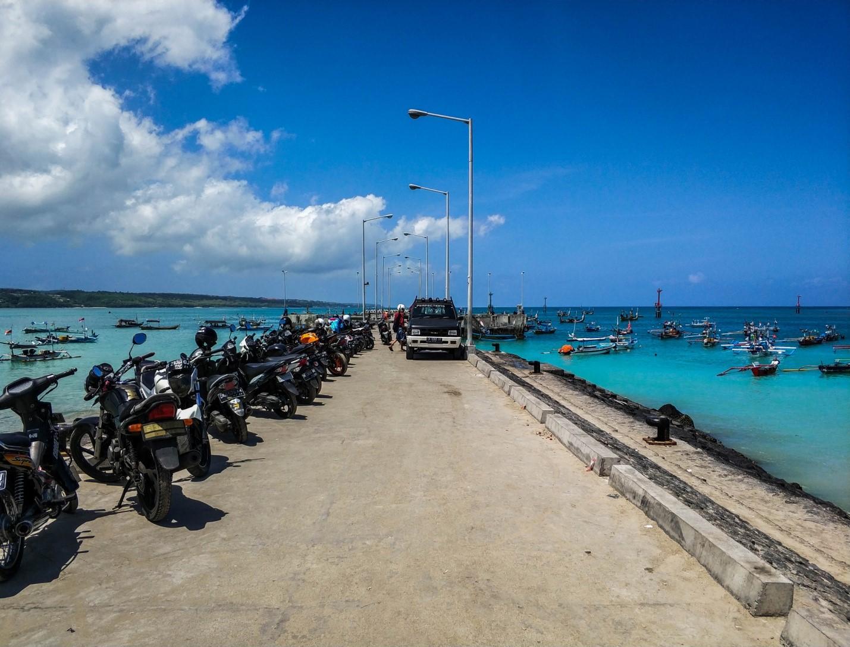 Пирс в океан на Бали