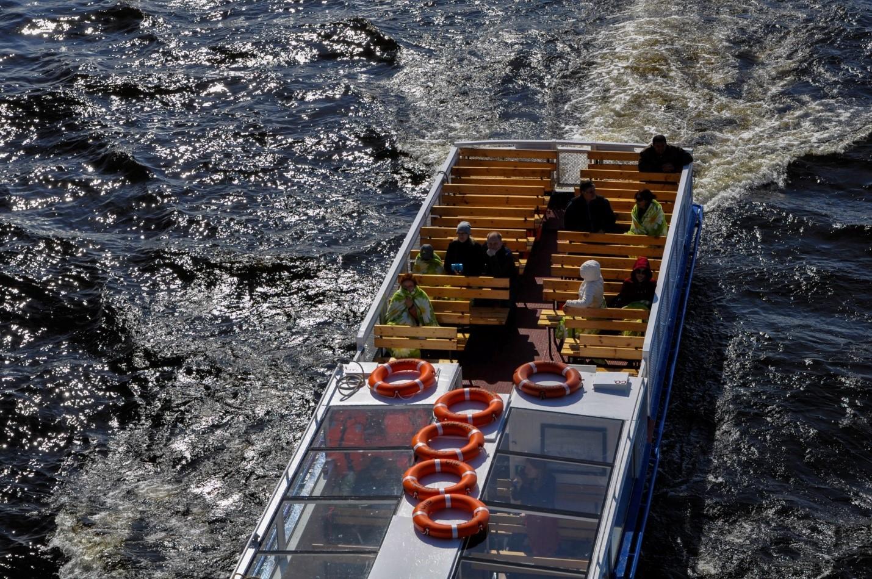 Лодка по Неве, Санкт-Петербург
