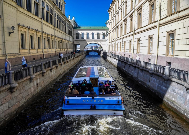 Лодка по каналам Невы, Санкт-Петербург