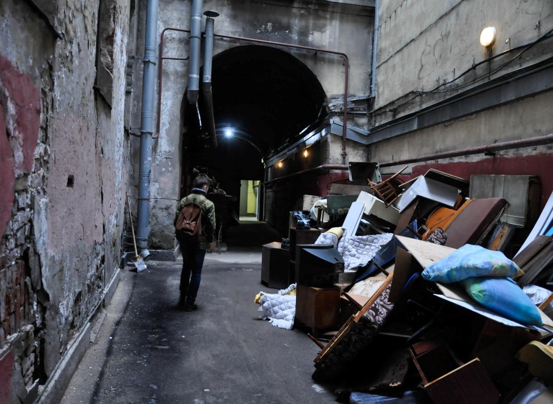 Мусор. Двор-колодец в Питере, Санкт-Петербург