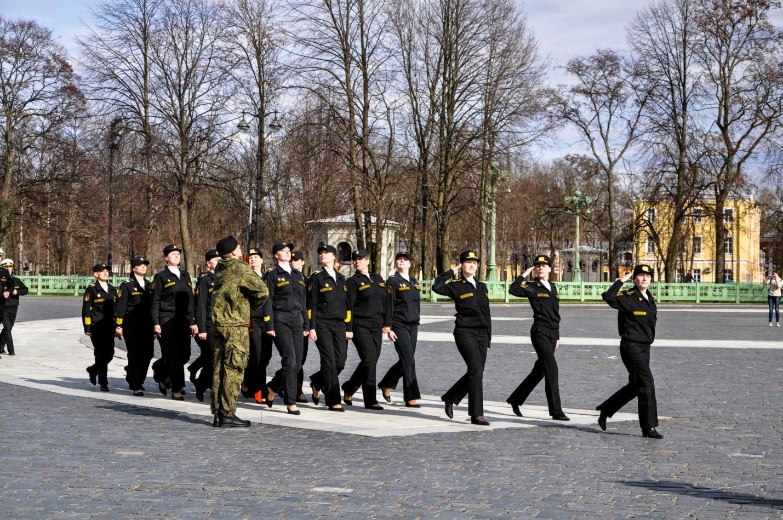 Репетиция парада на Якорной площади, Кронштадт, женский отряд