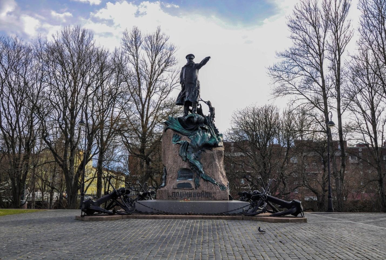 Памятник адмиралу Макарову, Кронштадт
