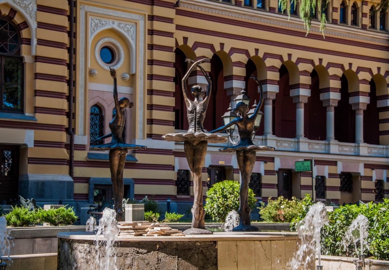 Фонтан с балеринами возле театра, Тбилиси