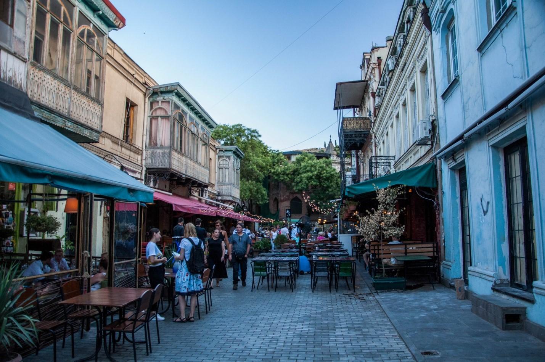 Улица с уличными кафе, Тбилиси