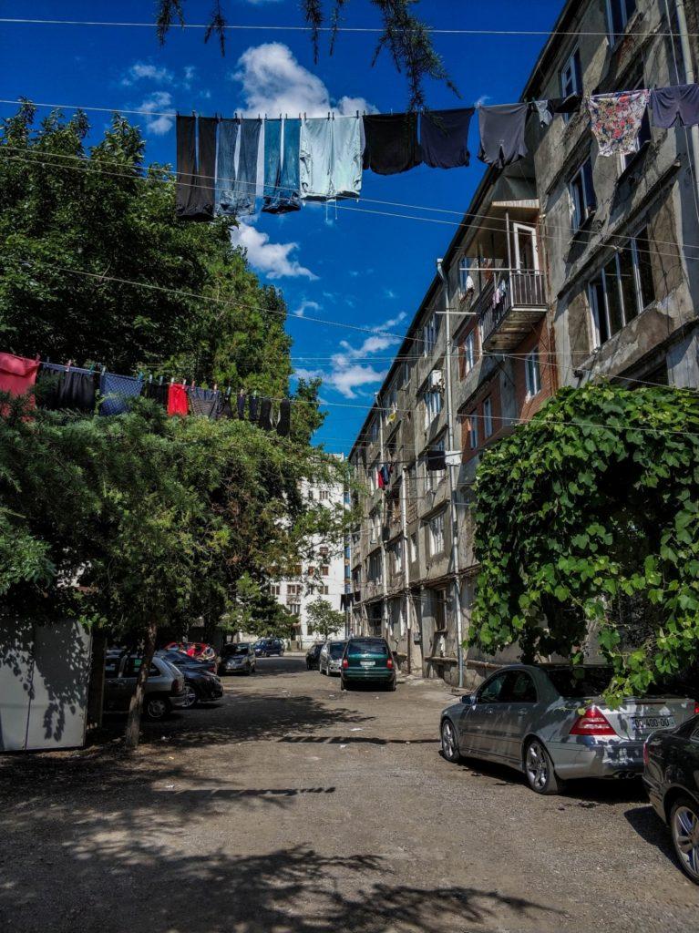 Старые многоэтажки Гори, Грузия