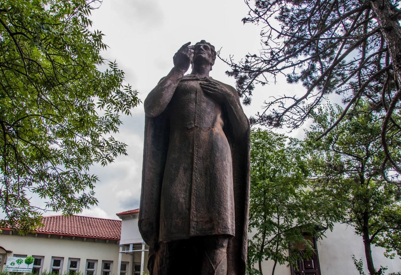 Памятник Вано Сараджишвили, Сигнахи, Грузия