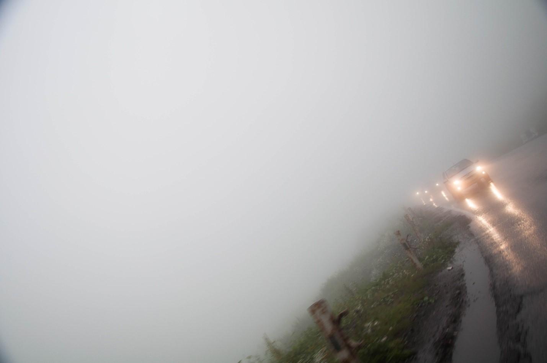 Сильный туман на Военно-грузинской дороге, Грузия